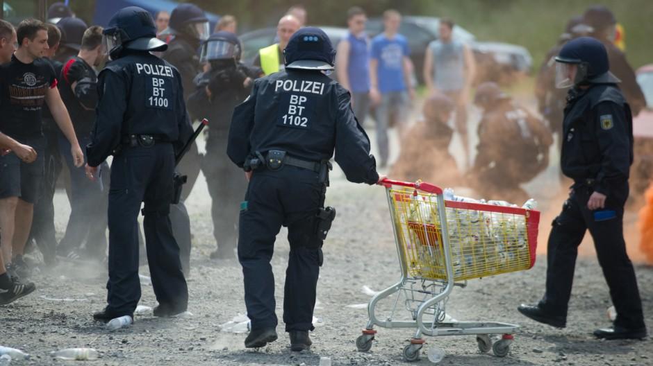 Polizeieinsatz bei Fußballspielen