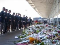 Malaysia Airlines' Gorter, KLM's Eurlings and Schiphol's Nijhuis pay their respects at Schiphol Airport for the victims of Malaysia Airlines flight MH17