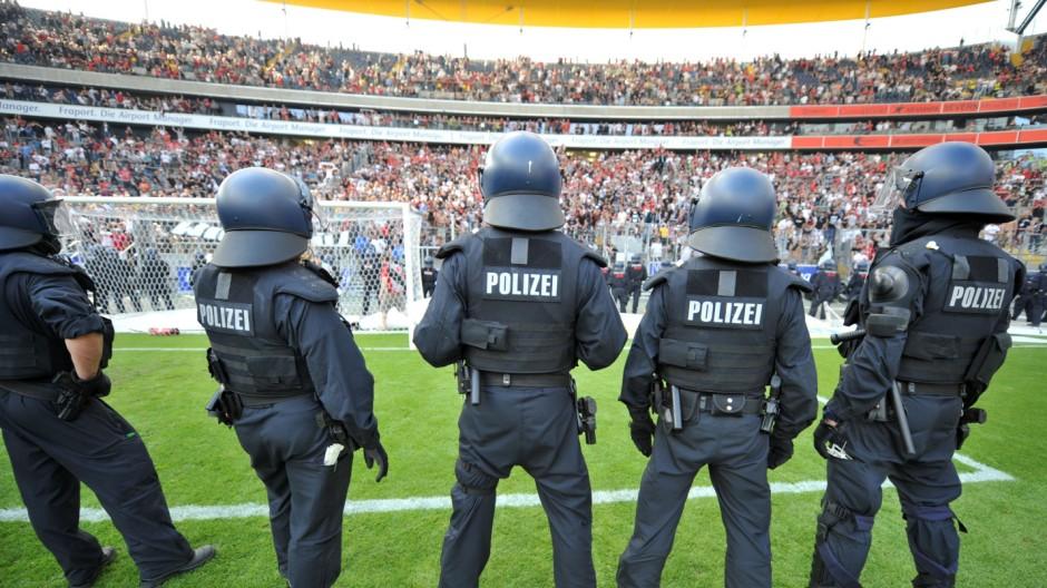 Polizeieinsatz bei Fußball-Spielen