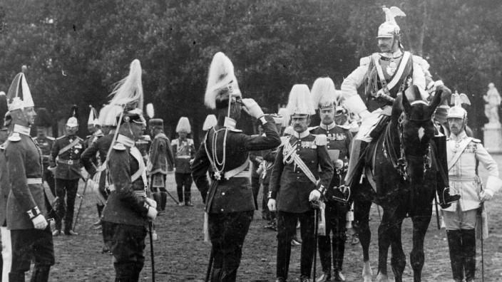 Kaiser Wilhelm II. bei der Frühjahrsparade in Potsdam, 1910