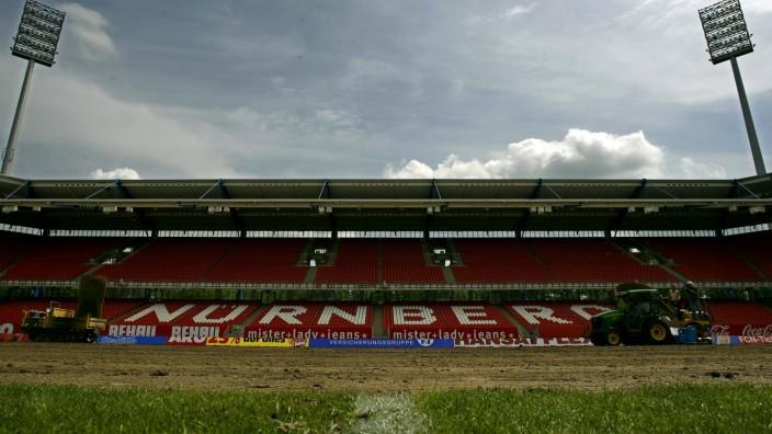 Rasen-Entfernung in easyCredit-Stadion Nürnberg
