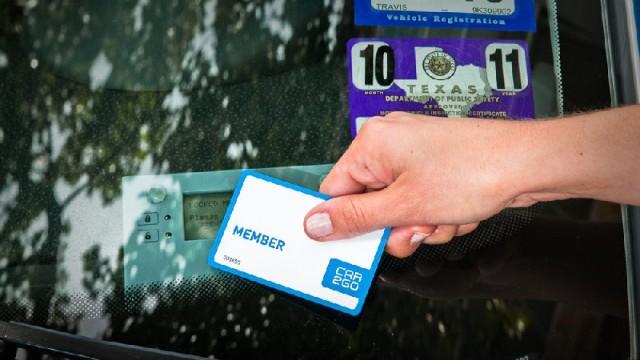 Die Kundenkarte von Car2Go öffnet ein Mietauto
