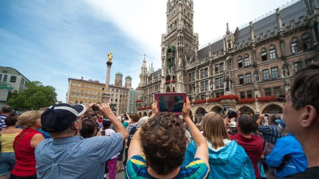 Münchner Rathaus Glockenspiel im Rathaus
