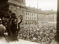 Menschenmenge bei Kriegsausbruch, 1914