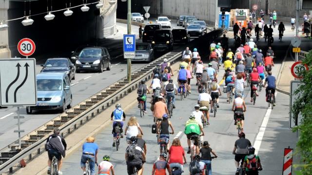 """Verkehr """"Cycling Day"""" in München"""