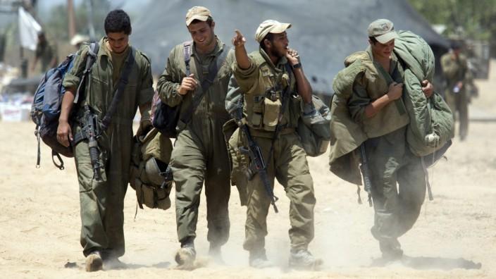 Israeli troops redeploy from Gaza Strip