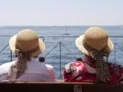 Zwei Frauen in der Sonne
