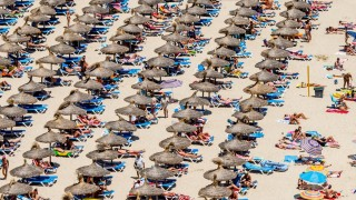 *** BESTPIX *** Tourists Flock To The Mallorcan Town Of Magaluf