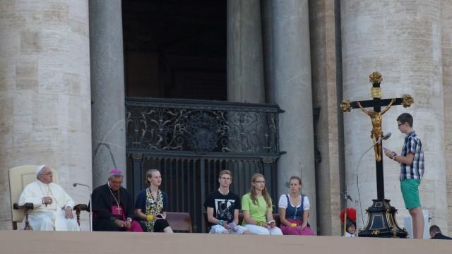 Benedikt Hohl, 15, aus Poing beim Papst