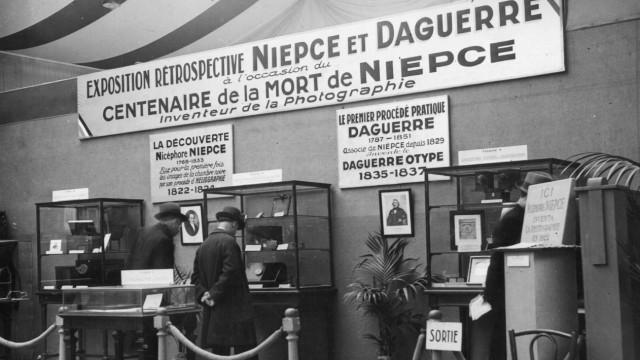 1933: Retrospektive anlässlich des 100. Todestags von Niépce