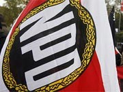 Fahne mit NPD-Logo. ddp