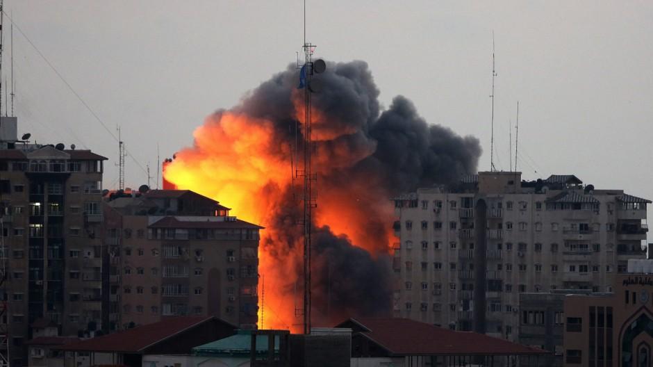Israel-Gaza violence escalates