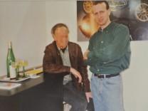 Entspannte Atmosphäre ohne Handschellen und Fußfesseln: Hubert Haderthauer (rechts) Anfang der Neunzigerjahre mit dem verurteilten Dreifachmörder Roland S.