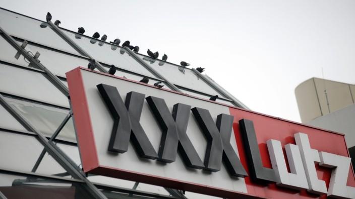 Möbelhaus XXXLutz in München schließt, 2013