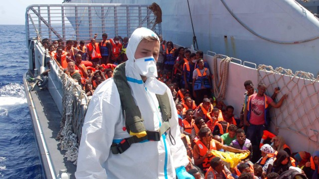 Flüchtlinge Bei Überfahrt nach Italien