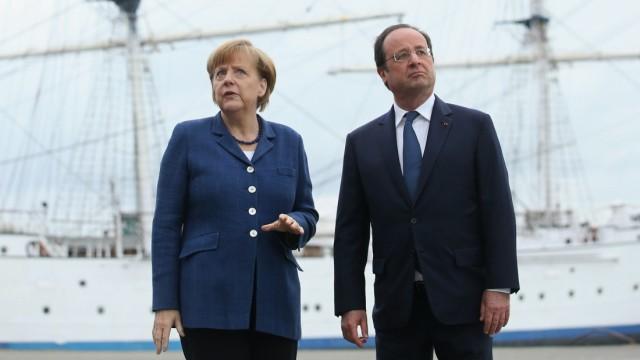 *** BESTPIX *** Merkel And Hollande Meet At Baltic Coast