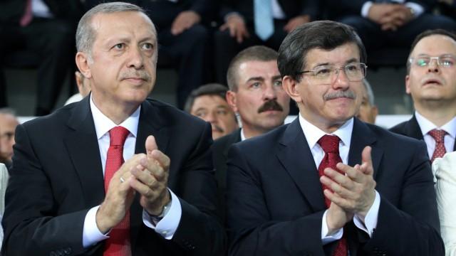 AKP chooses Davutoglu as Erdogan successor
