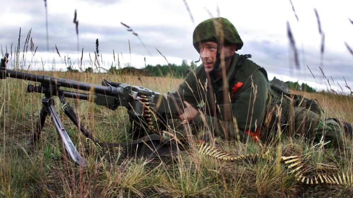 """Littauischer Soldat beim Nato-Manöver """"Saber Strike"""" in Lettland"""