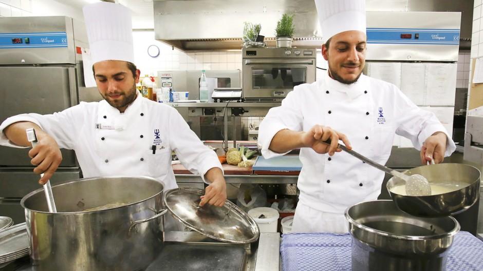 Koch bei der arbeit for Koch von bonanza