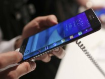 A visitor holds a new Samsung Galaxy Note Edge smartphone after its presentation at the Unpacked 2014 Episode 2 event ahead of the IFA Electronics show in Berlin