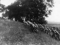 Deutsche Infanterie bei einem Angriff an der Westfront, 1914
