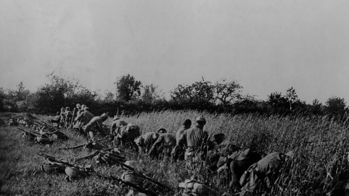 Deutsche Soldaten graben sich an der Westfront ein, 1914