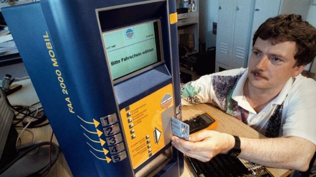 Geldkarte am Fahrkartenautomaten
