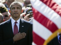 Barack Obama beim Abspielen der Nationalhymne