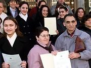 Ausländische Bürger mit Einbürgerungsurkunden