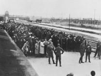 """""""Selektion"""" an der Rampe des Vernichtungslagers Auschwitz-Birkenau"""