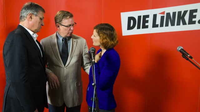 Die Linke leaders Kipping and Riexinger talk with party's top candidate in Thuringia state election, Ramelow, after news conference in Berlin