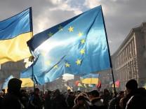 Ukraine und EU-Flagge