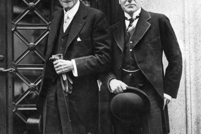 John D. Rockefeller sen. und sein Sohn John D. Rockefeller jun., 1925