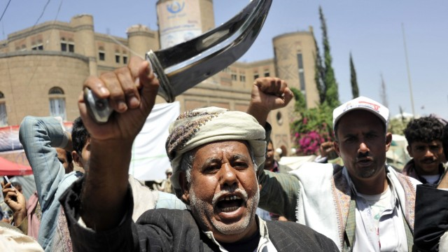 Clashes continue in Sana'a between Shiite fighters and Government