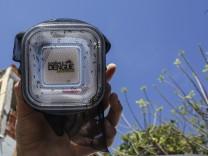 Release mosquitoes against dengue disease