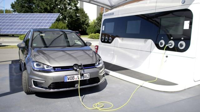 Der VW Golf GTE beim Aufladen.