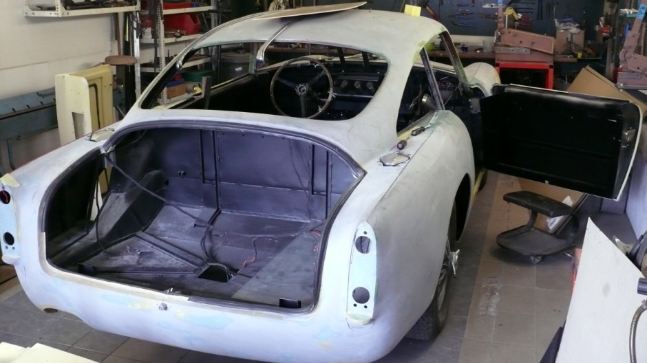 Ein Aston Martin DB6 in der Restauration