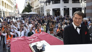 'Bathrobe-Streetparade' in honor of Udo Juergens in Vienna