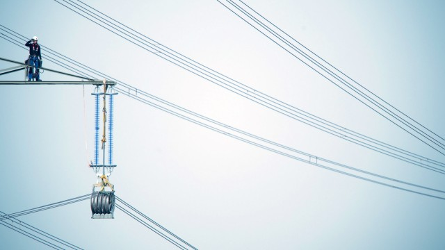 Arbeit an Stromtrassen