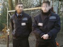 Privater Sicherheitsdienst vor Berliner Schulen