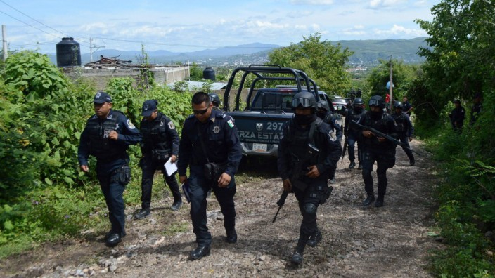 Mexican authorities investigate mass grave found in Iguala