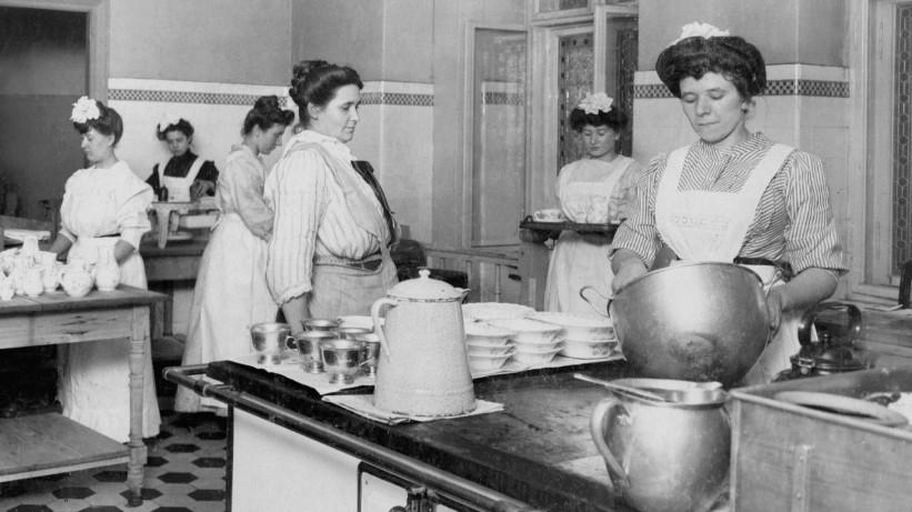Küchen eines Berliner Einküchenhauses, 1908