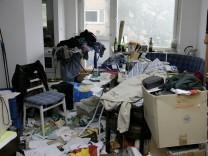 Zwangsräumung einer zugemüllten Wohnung, 2005