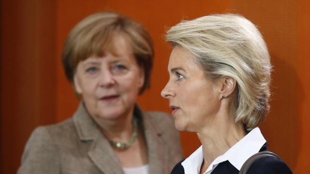 German Chancellor Merkel and Defence Minister von der Leyen attend cabinet meeting at Chancellery in Berlin