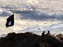 Militants advance just outside Kurdish town on Turkish border