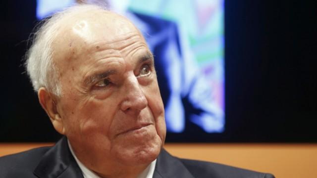 Former German chancellor Kohl promotes his book in Frankfurt
