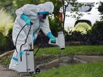 Texas health care worker tests positive for Ebola