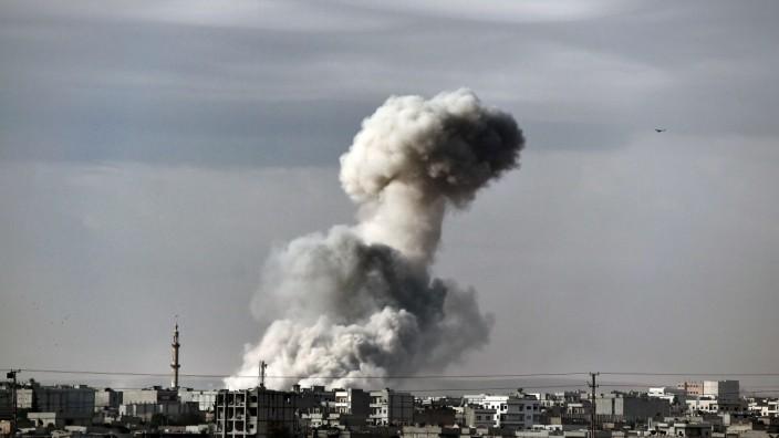 Luftangriff auf IS-Stellungen in Kobanê 2014