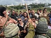 Palästinenser westlich von Ramallah; dpa