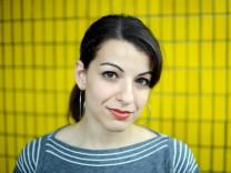 Anita Sarkeesian analysiert Sexismus in Computerspielen.